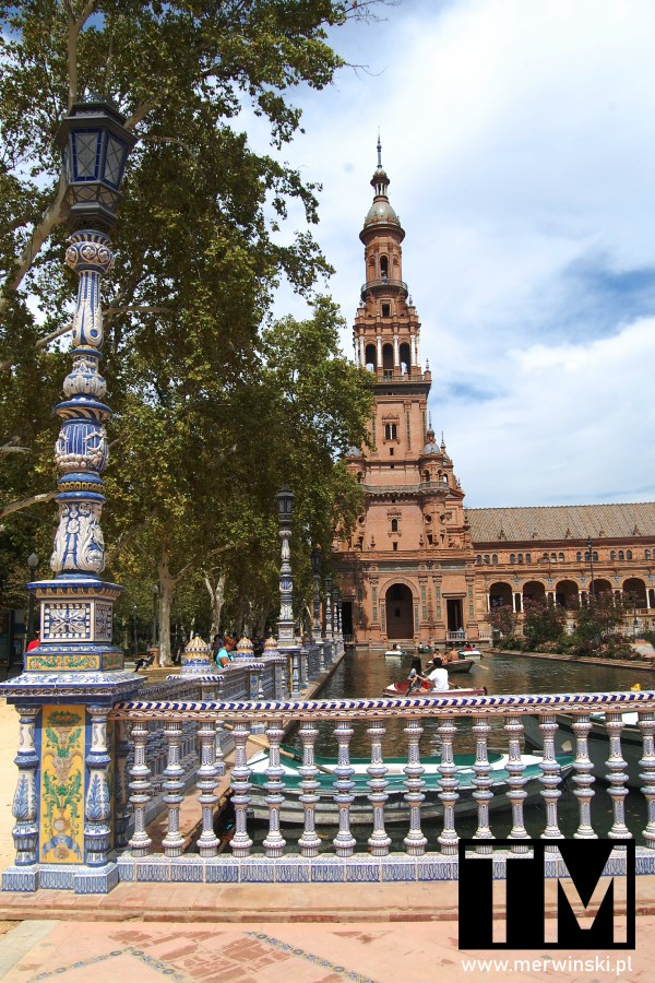 Jedna z wież na terenie Plaza de España