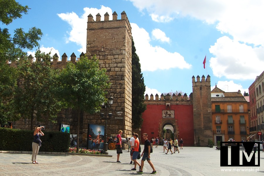 Real Alcázar z zewnątrz