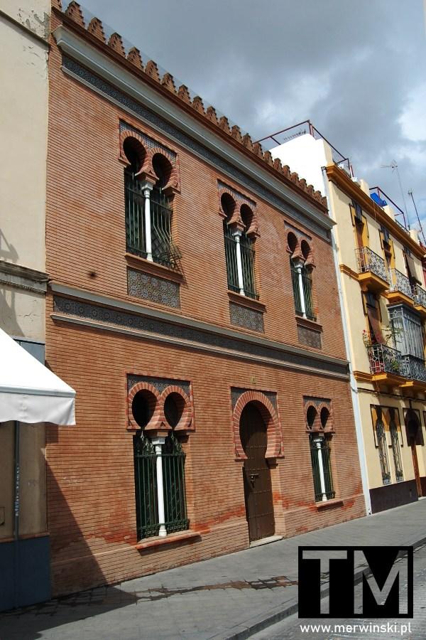 Budynek na starówce w Sewilli