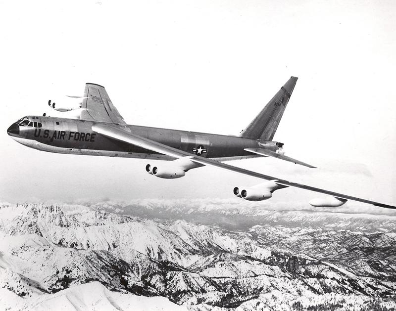 b-52-lot-nad-gorami