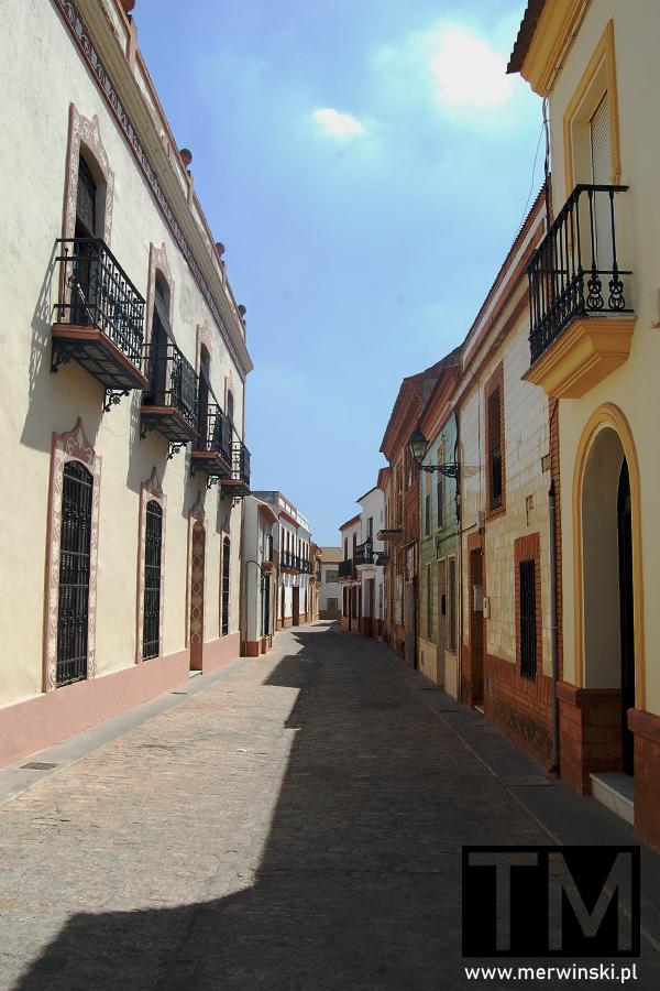 Pusta uliczka w czasie sjesty w Andaluzji