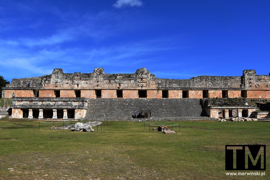 Czworokąt Mniszek w Uxmal na Jukatanie