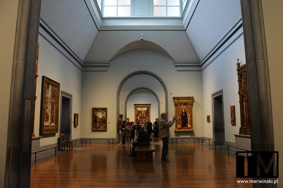 Wnętrze Galerii Narodowej w Londynie