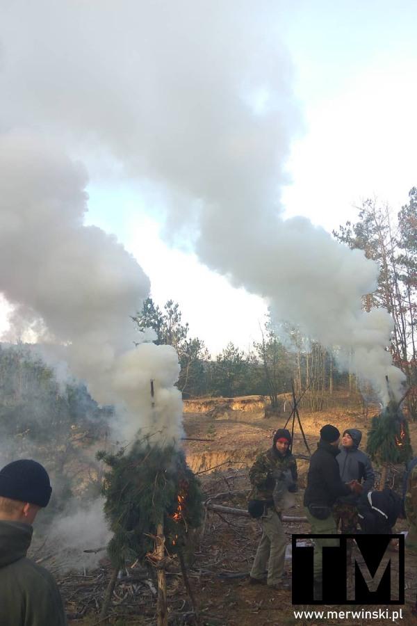 Dym z ognisk sygnalizacyjnych