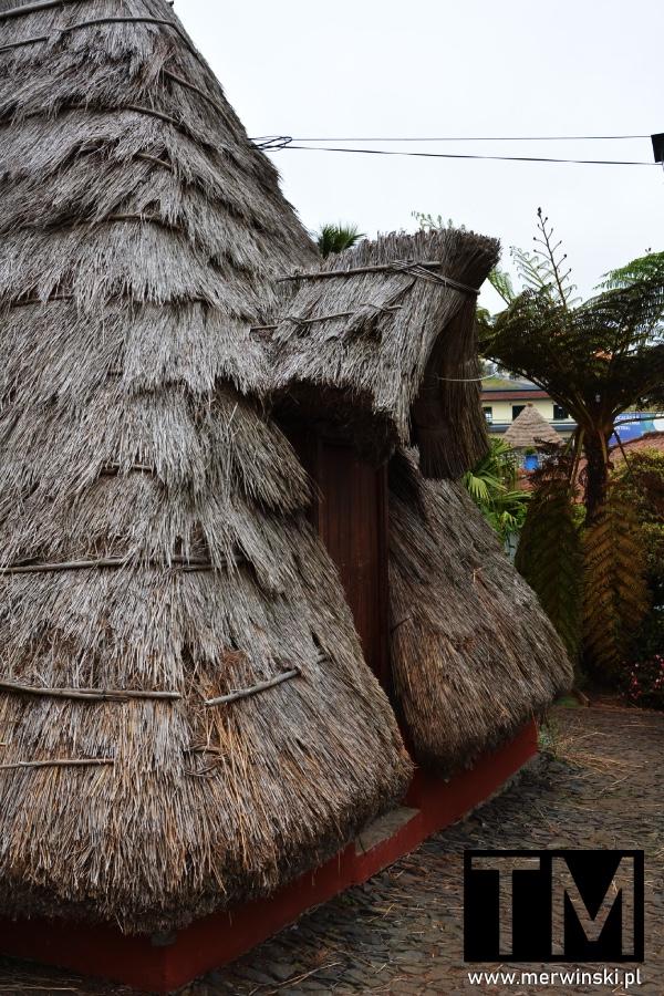 Tył tradycyjnego domku w Santanie na Maderze