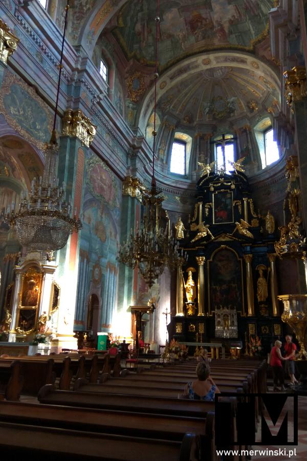 Ołtarz i nawa główna archikatedry św. Jana Chrzciciela i św. Jana Ewangelisty