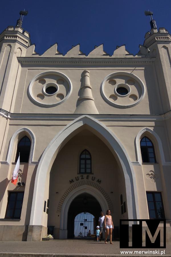 Zamek w Lublinie z bliska - widok na bramę główną