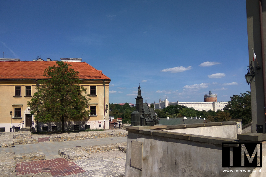 Plac Po Farze i zamek w Lublinie na horyzoncie