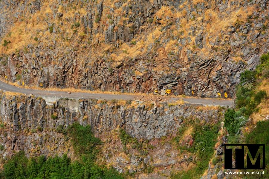Górska droga zasypana lawiną na Maderze