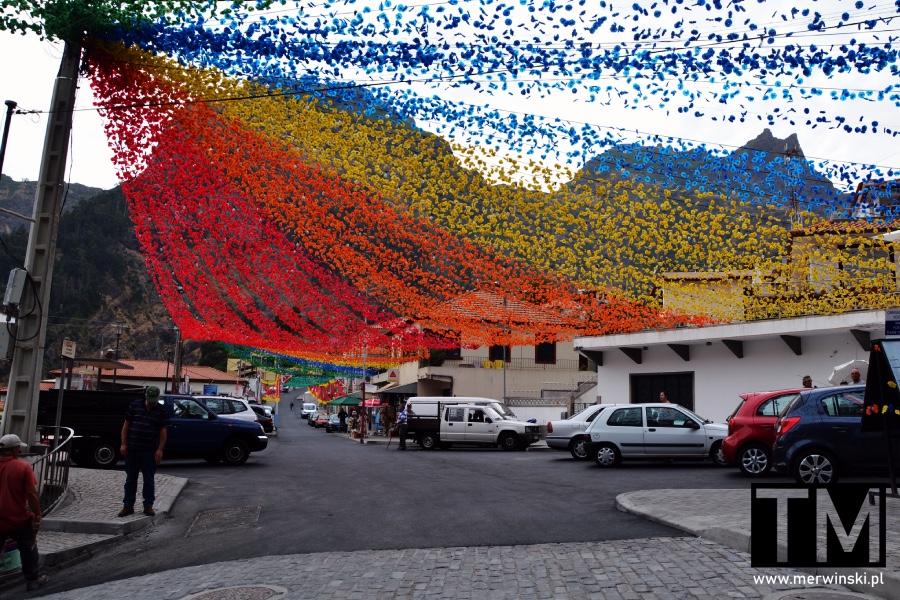 Curral Das Freiras, czyli Dolina Zakonnic i kolorowe girlandy nad ulicą