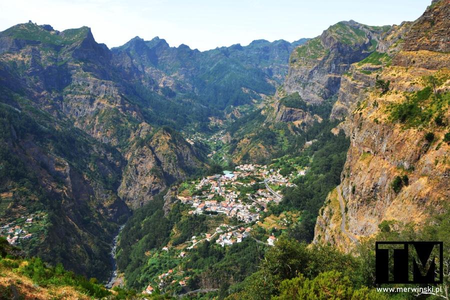 Widok na Dolinę Zakonnic na Maderze