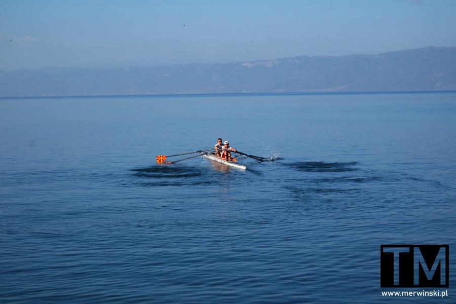 Kajakarze macedońscy na jeziorze ochrydzkim