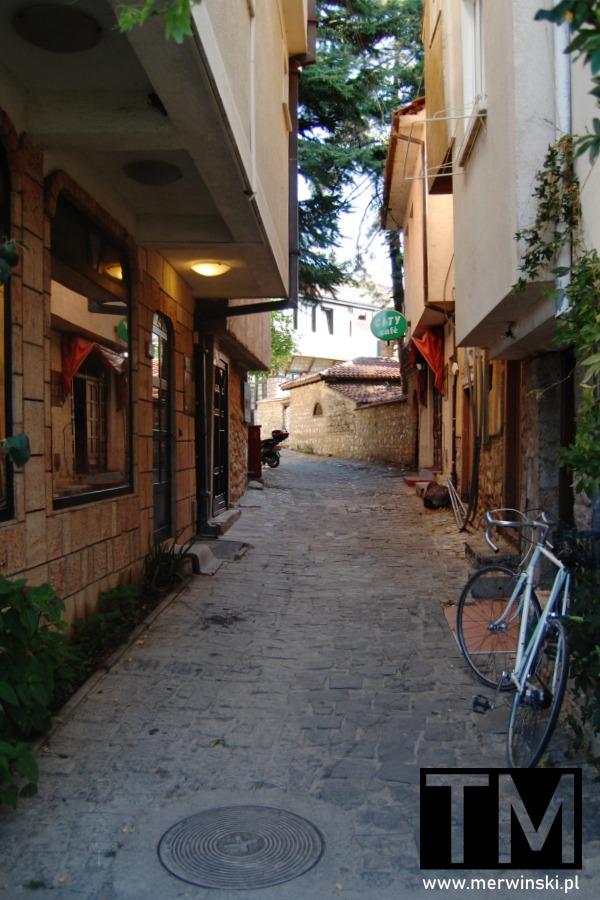 Wąska uliczka w Ochrydzie