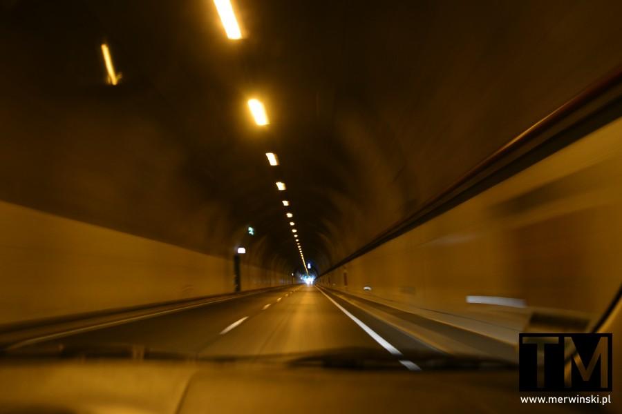 Nowoczesny tunel drogowy na Maderze