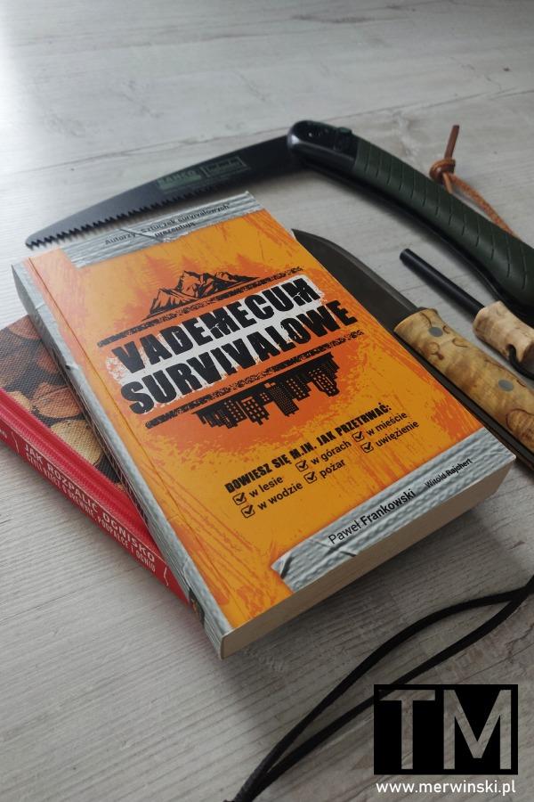 "Okładka książki ""Vademecum survivalowe"""