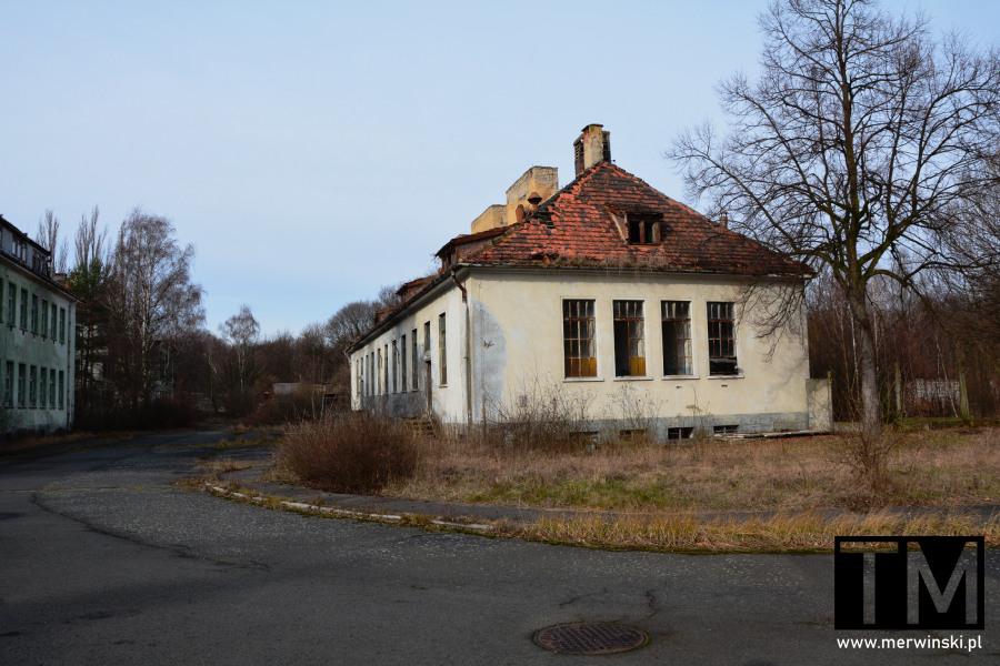 Budynek opuszczonego szpitala poradzieckiego w Legnicy