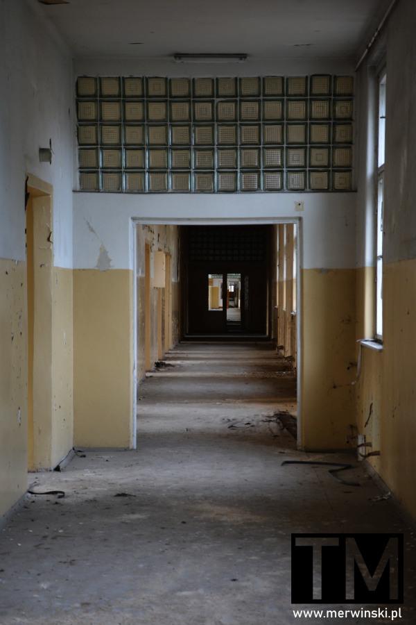 Korytarz główny szpitala poradzieckiego w Legnicy