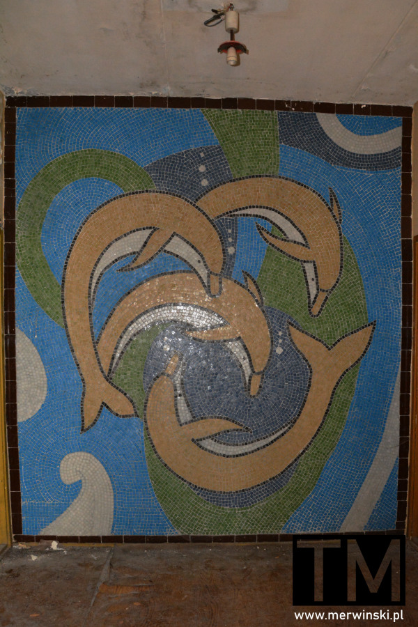 Mozaika na terenie szpitala radzieckiego w Legnicy