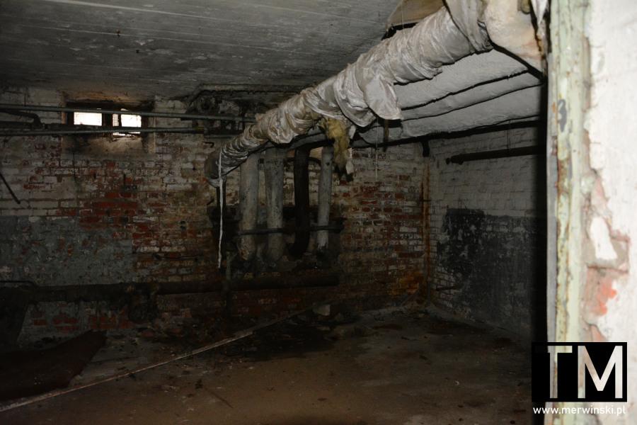 Piwnica w opuszczonym szpitalu poradzieckim w Legnicy