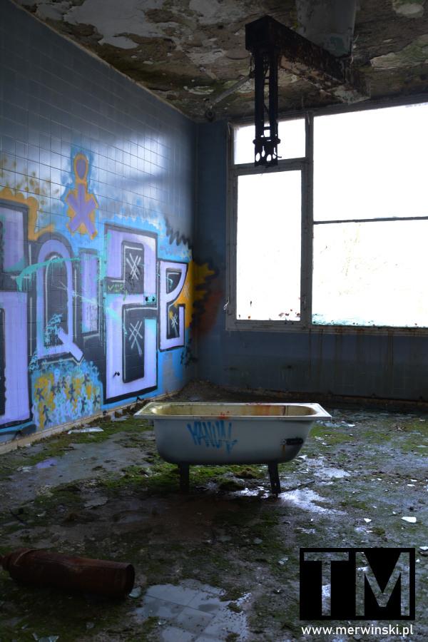 Graffiti w opuszczonym szpitalu poradzieckim w Legnicy