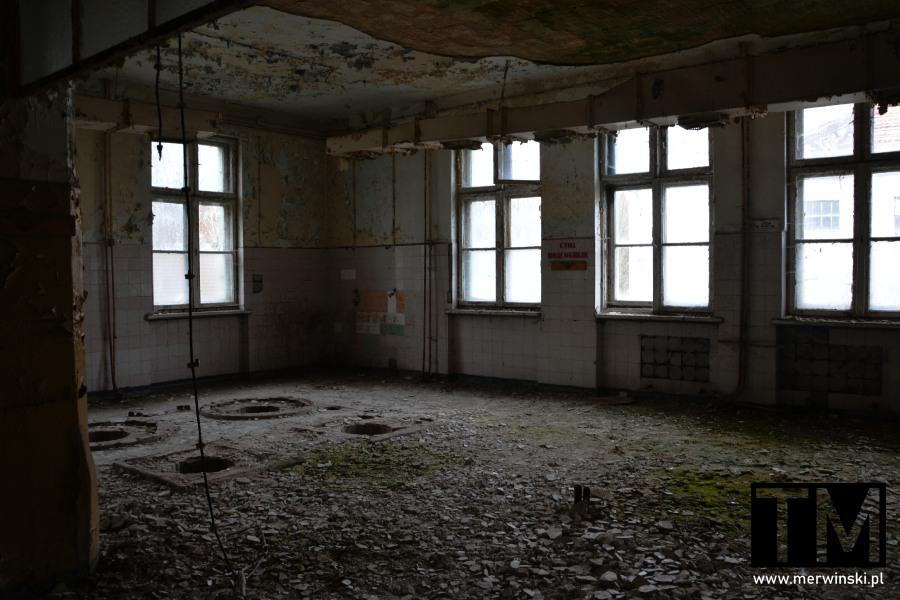 Zniszczone pomieszczenie szpitala poradzieckiego w Legnicy