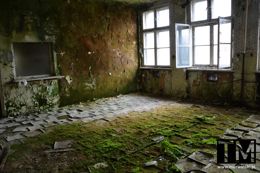 Zniszczone pomieszczenie szpitalne w Legnicy - urbex