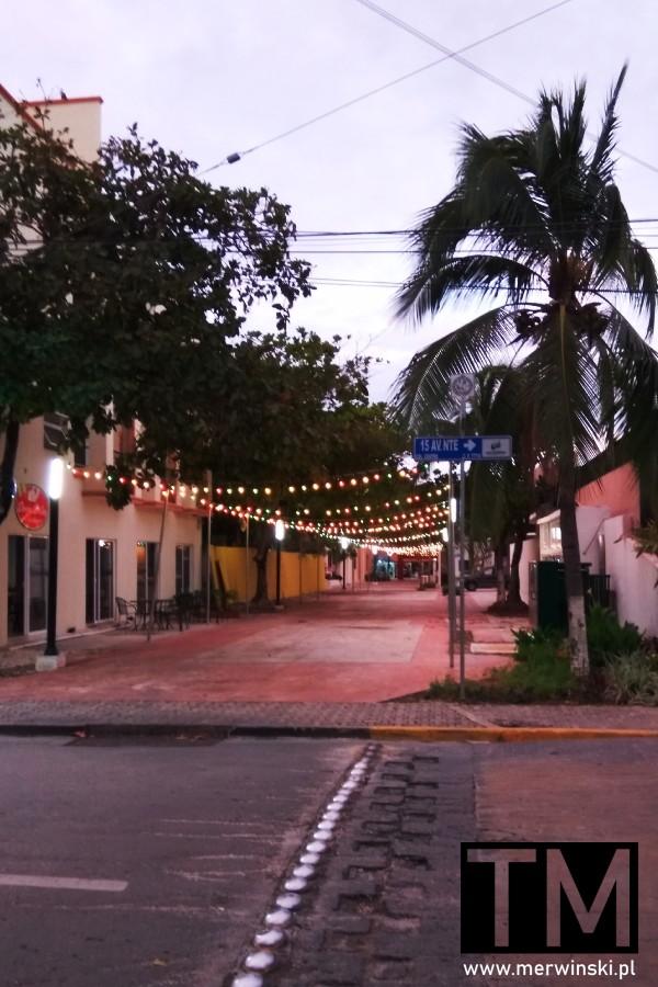 Nocne oświetlenie w Playa del Carmen na Jukatanie