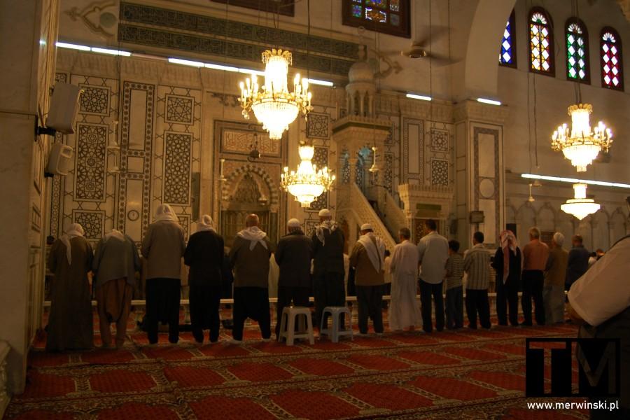Wierni w meczecie w Damaszku