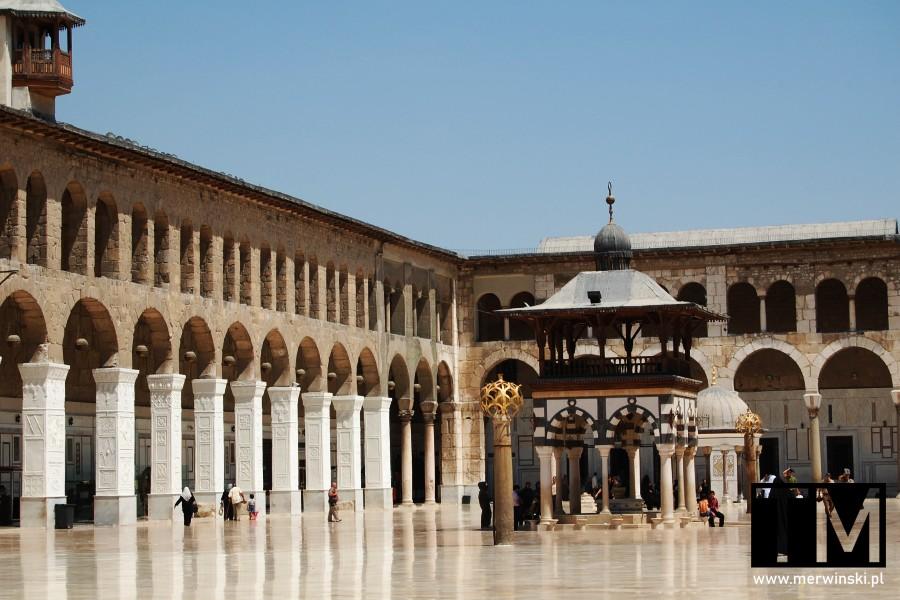 Studnia ablucyjna na dziedzińcu Meczetu Umajjadów