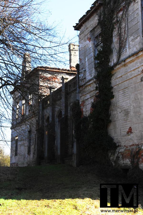 Wejście do pałacu w Gałowie