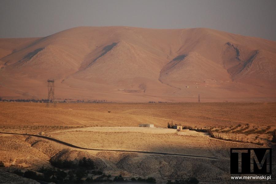 Zbliżenien na góry widziane z Maalouli