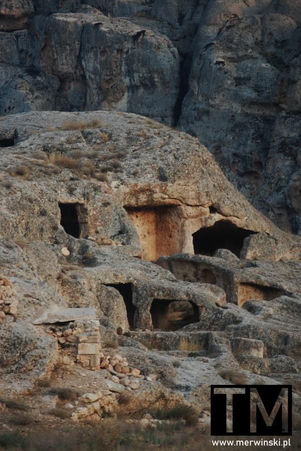 Groty skalne w Maalouli w Syrii