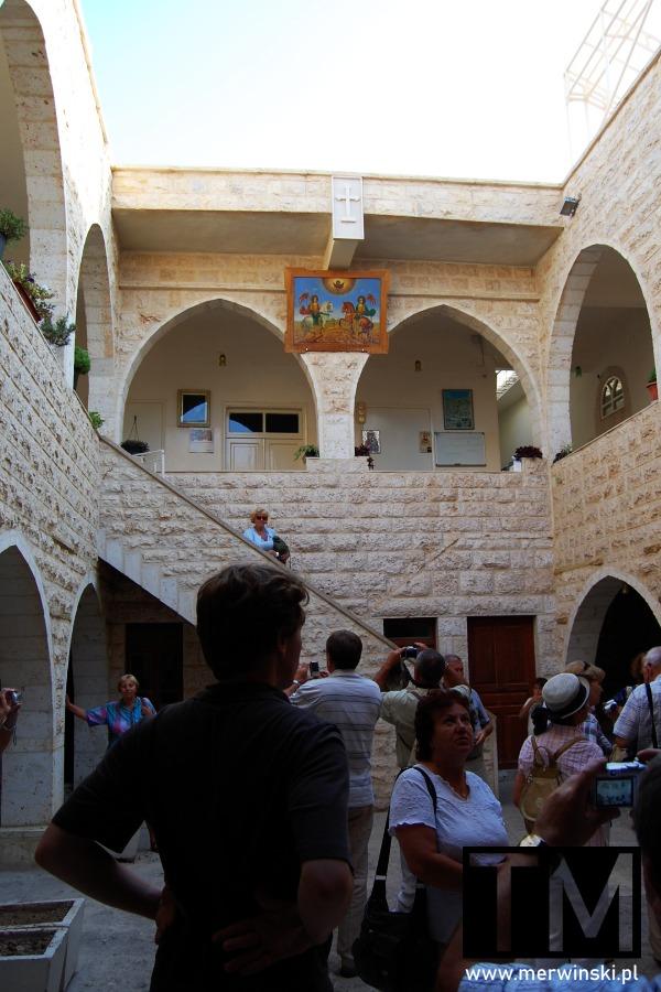 Dziedziniec kościoła w Maalouli w Syrii