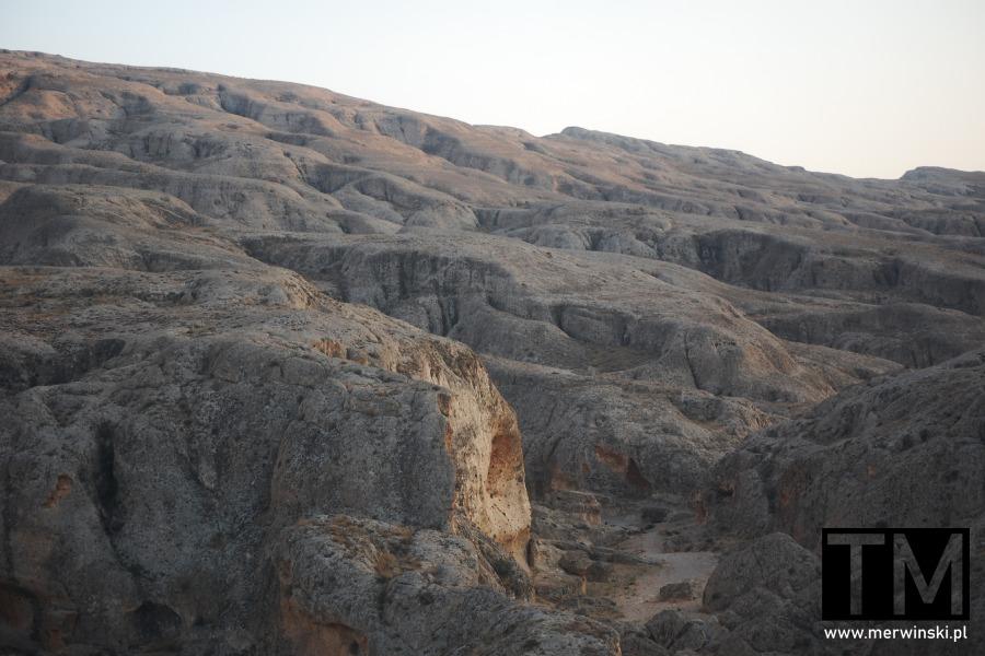 Pofałdowane skały w Syrii