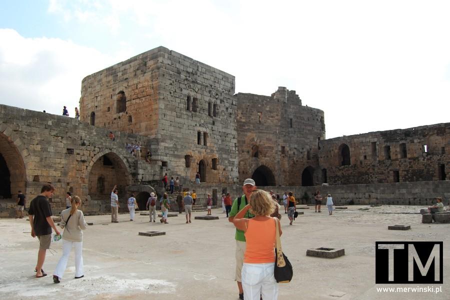 Dziedziniec zamku Krak des Chevaliers