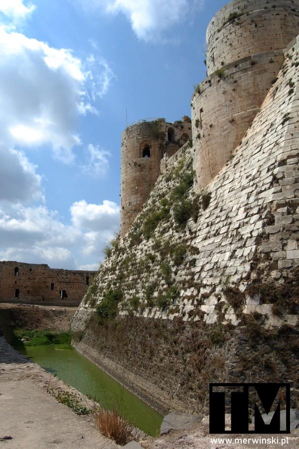Fosa na terenie zamku Krak des Chevaliers