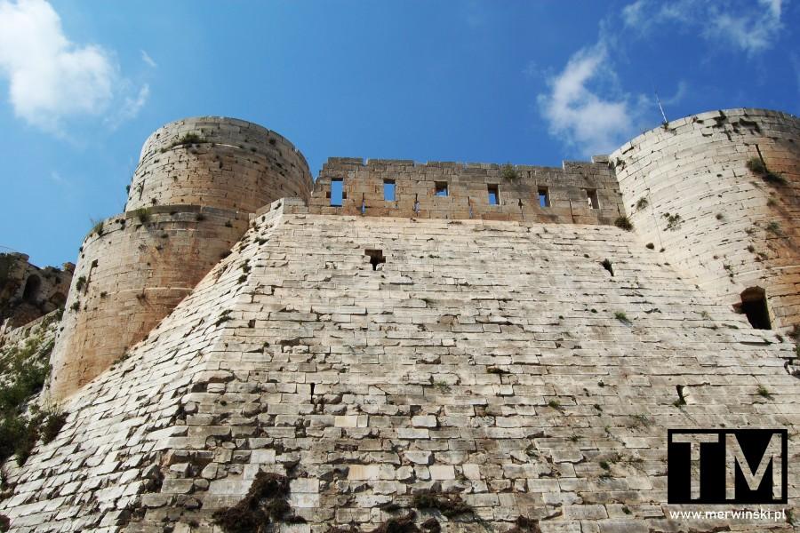 Skośne mury zamku Krak des Chevaliers