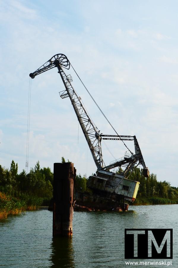 Żuraw w wodzie w Czarnobylu