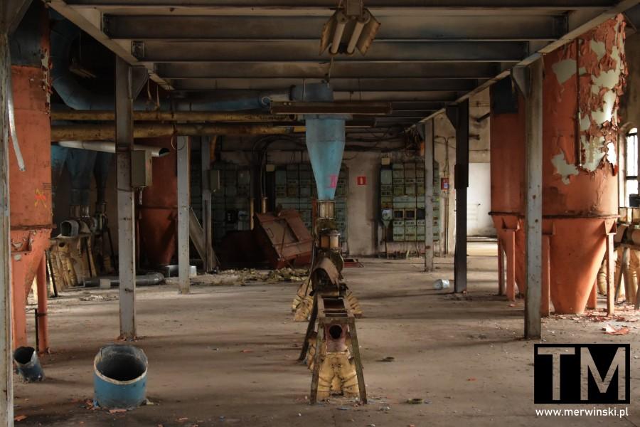 Zniszczone wnętrze Młynu Sułkowice