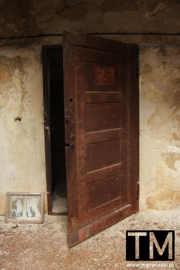 Stare drzwi we wrocławskim Młynie Sułkowice