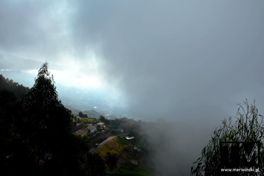 Zamglone powietrza w drodze na Cabo Girão