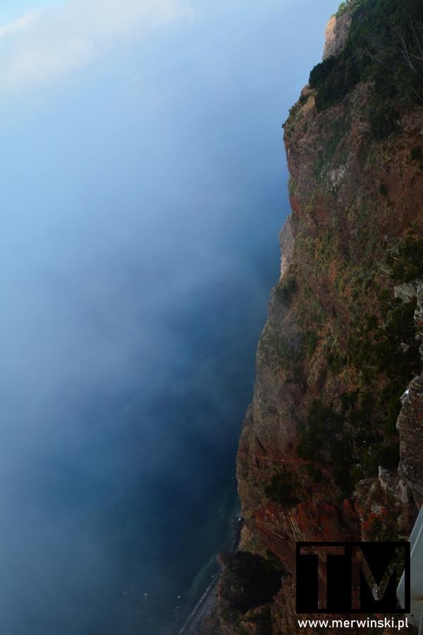 Ściana skalna klifu Cabo Girão na Maderze