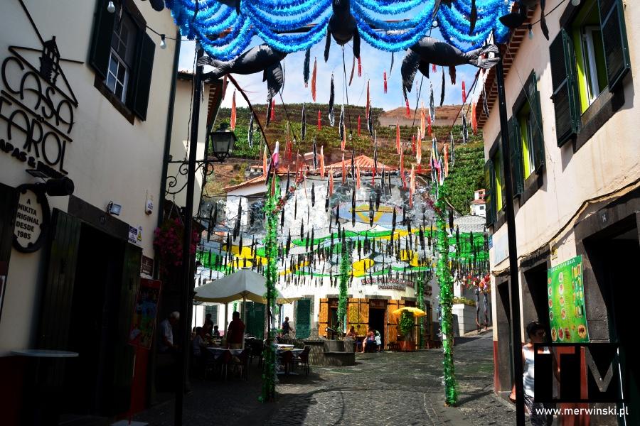 Kolorowe uliczki w Câmara de Lobos