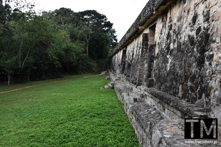 Ściany majańskich ruin w Ek Balam