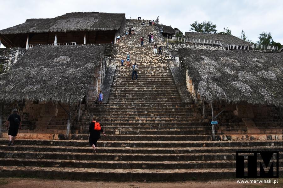 Schody na piramidę Majów w Ek Balam