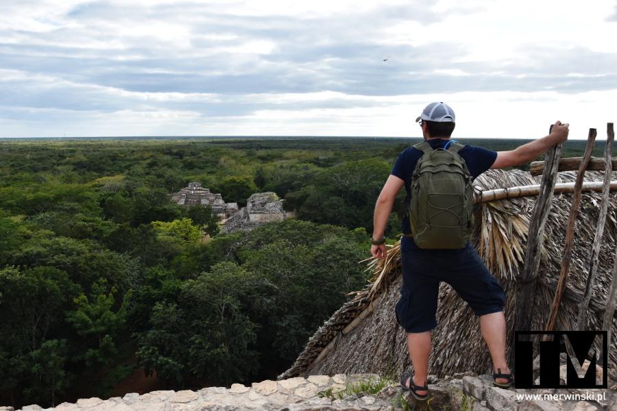 Tomasz Merwiński na piramidzie Majów na Jukatanie