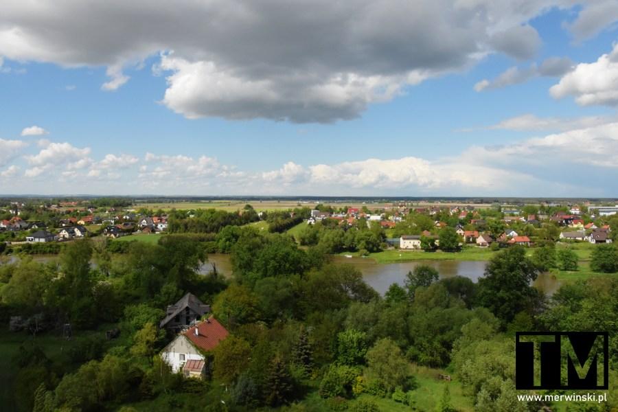 Widok z wieży widokowej w Kotowicach na domy
