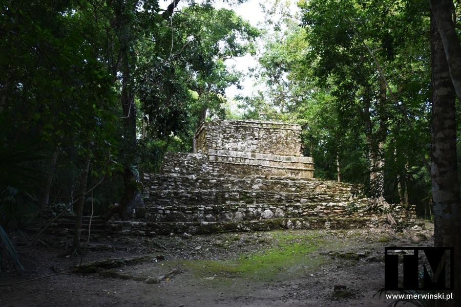 Zabytkowy budynek w strefie archeologicznej Muyil