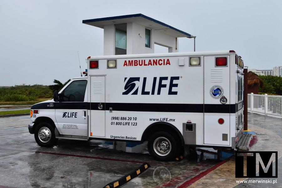 Ambulance Life w Cancún