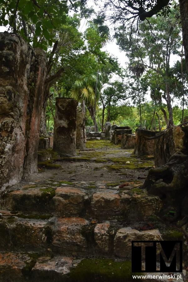 Pozostałości kolumn w El Meco niedaleko Cancún